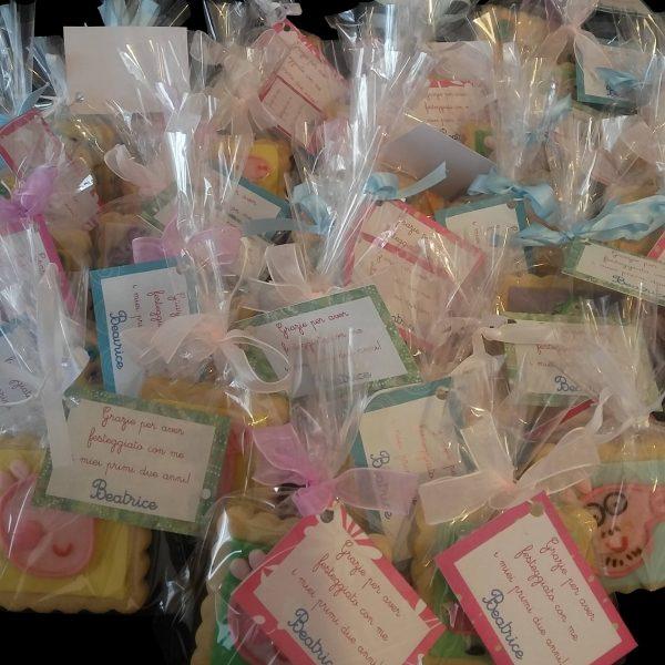 Biscotti decorati in confezione regalo per un compleanno a tema Peppa Pig