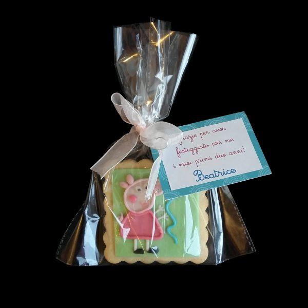 Biscotto decorato in confezione regalo per un compleanno a tema Peppa Pig