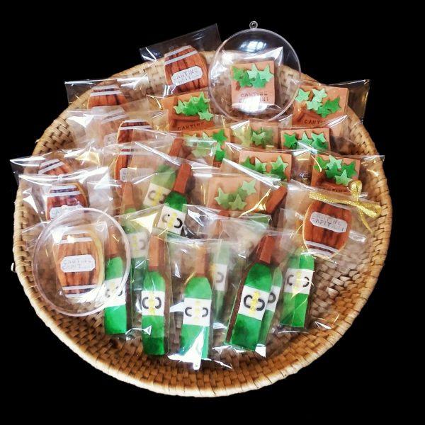 Cesto regalo di biscotti decorati per un'azienda vinicola