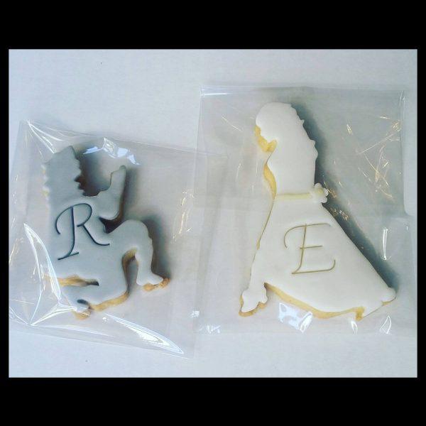 Biscotti decorati in pasta di zucchero con soggetto coppia di sposi