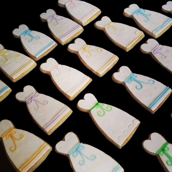 Biscotti decorati a forma di vestito da sposa
