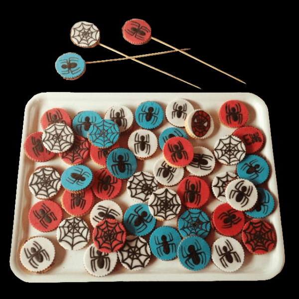 Biscotti decorati in pasta di zucchero per un compleanno a tema Spiderman