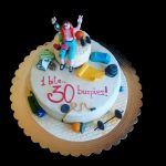 Torta decorata in pasta di zucchero per un compleanno a tema CrossFit