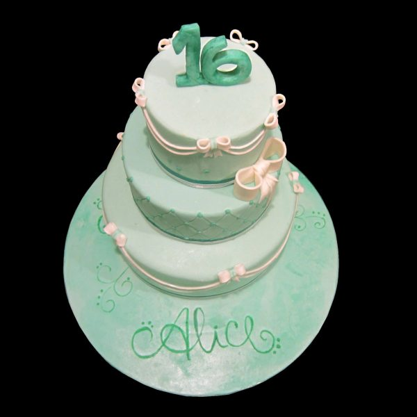 Torta decorata in pasta di zucchero per i 16 anni di Alice