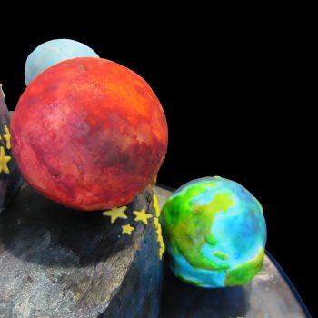 Marte, la Terra e Urano in pasta di zucchero