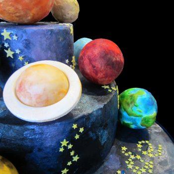 Saturno, Marte e la Terra in pasta di zucchero