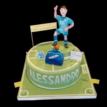 Torta decorata in pasta di zucchero per un compleanno a tema calcio