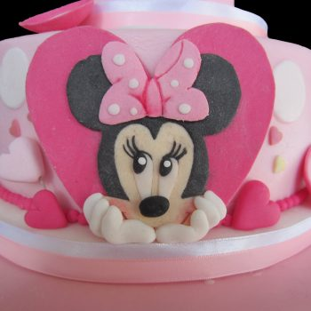 Minnie all'interno di un cuore in pasta di zucchero