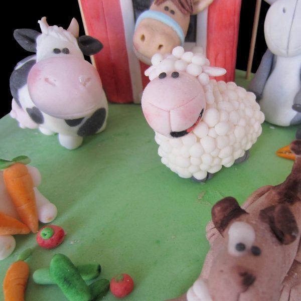 Pecora e mucca in pasta di zucchero