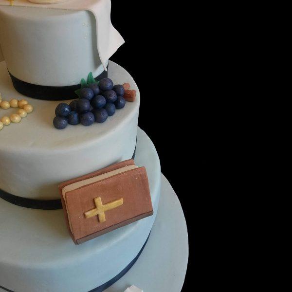 Bibbia ed uva in pasta di zucchero