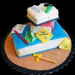 Torta decorata in pasta di zucchero per un compleanno a tema traduzioni letterarie