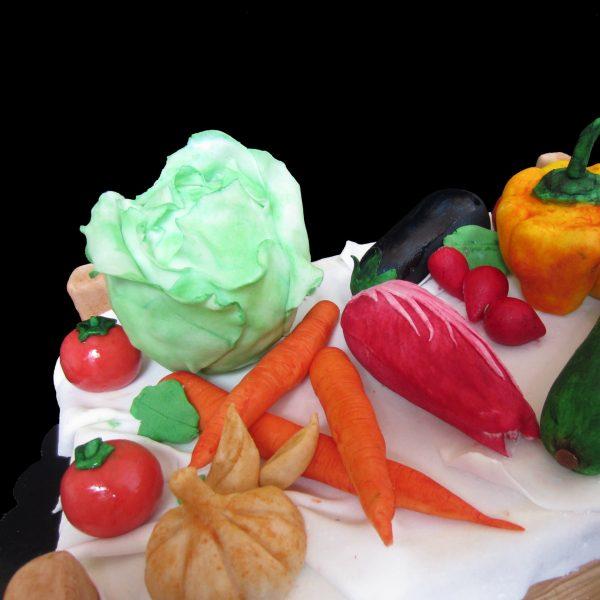 Pomodori, aglio, carote, radicchio e melanzana in pasta di zucchero