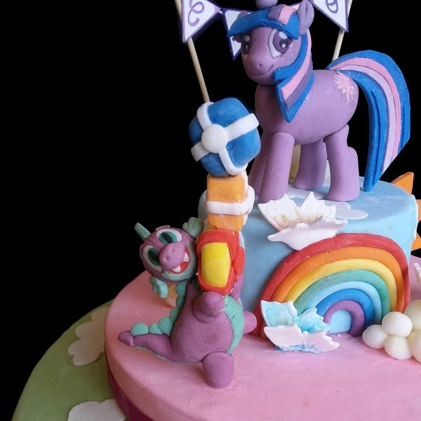 Spike il dragone e regali in pasta di zucchero