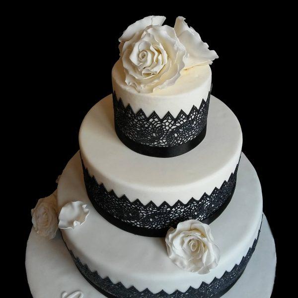 Rose bianche in pasta di zucchero