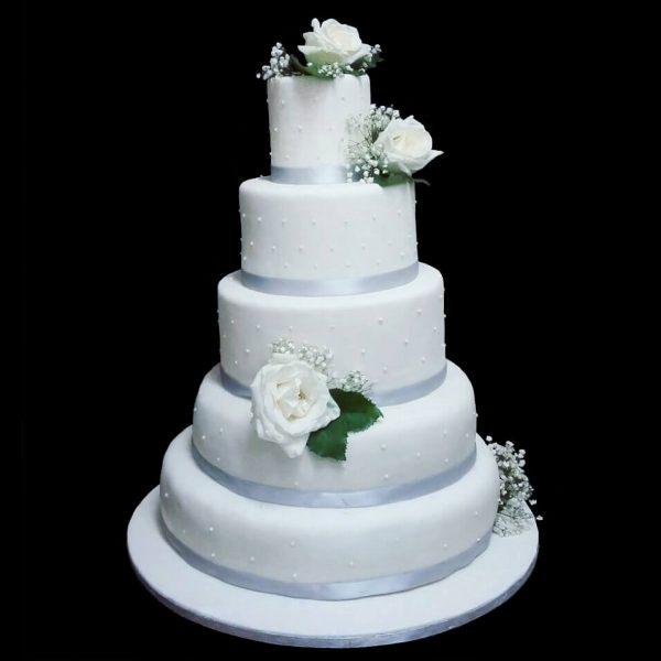 Torta decorata in pasta di zucchero e fiori per un Matrimonio