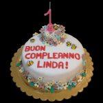 Torta per un compleanno decorata in pasta di zucchero a tema api e fiori
