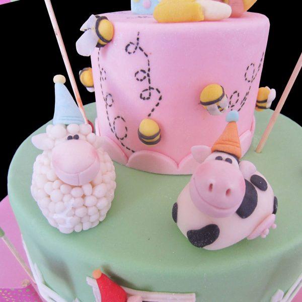 Pecora, mucca e api in pasta di zucchero