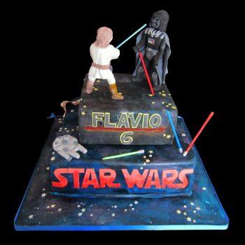 Torta decorata in pasta di zucchero per un compleanno a tema Star Wars
