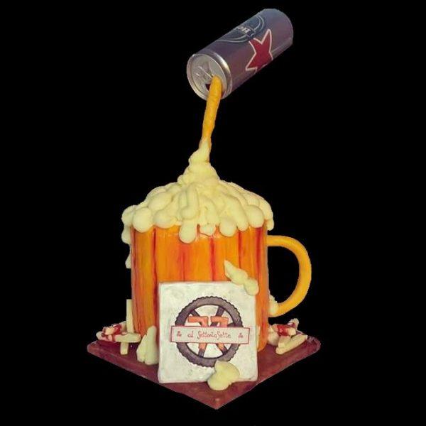 Gravity cake decorata in pasta di zucchero per l'inaugurazione di un pub
