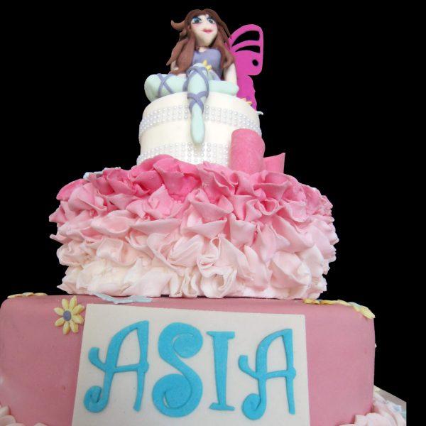 Torta decorata in pasta di zucchero per un compleanno a tema Winx