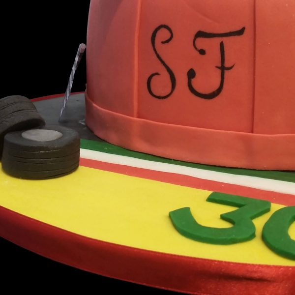 Pneumatici e bandiera d'Italia in pasta di zucchero e scritta SF