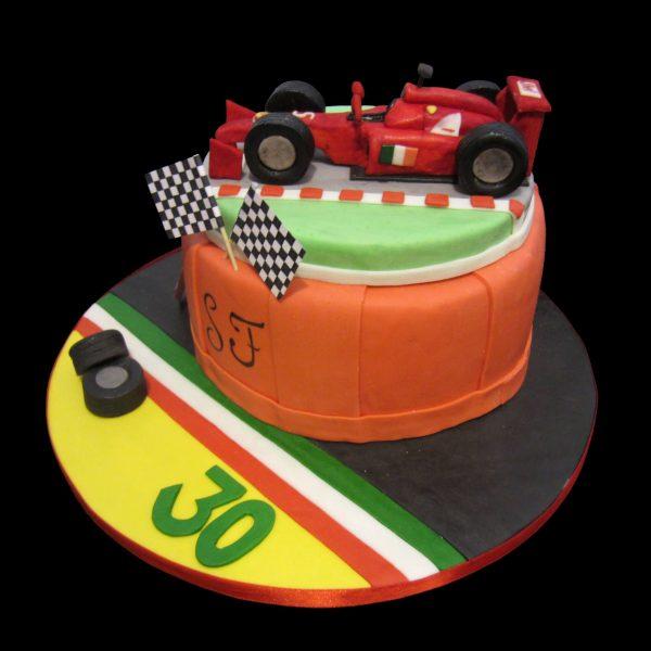 Torta decorata in pasta di zucchero per un compleanno a tema Ferrari