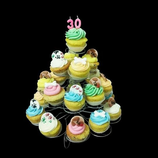 Composizione di muffins con decorazioni in pasta di zucchero a tema Amici a quattro zampe